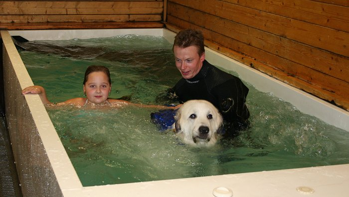 Cindy, Bart en Sanne tijdens de hydrotherapie